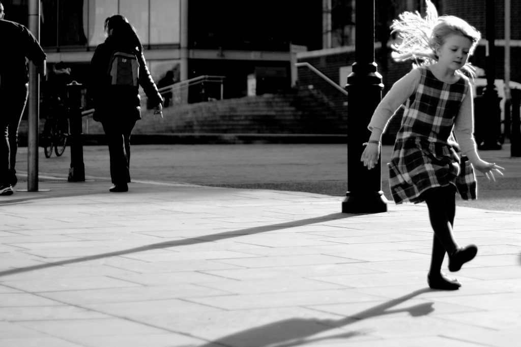 20160228_3861little_girl_dancing_alone